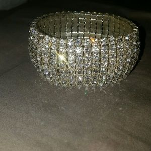 Jewelry - 💗💕NEW Women's BLING stretch bracelet